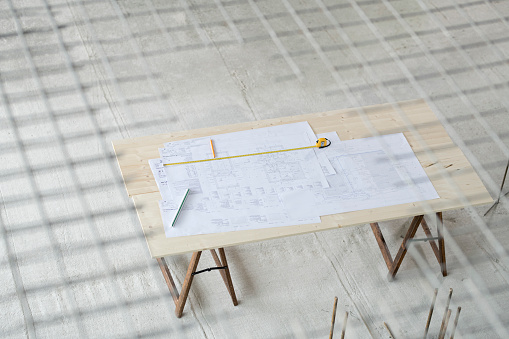Focus On Background「Blueprints on wooden table at construction site」:スマホ壁紙(13)