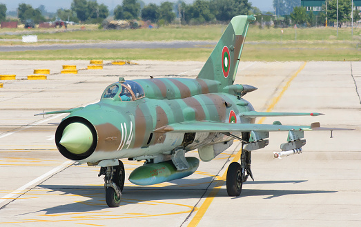 ミリタリー「A Bulgarian Air Force MiG-21 during Exercise Thracian Star 2015 in Bulgaria.」:スマホ壁紙(17)