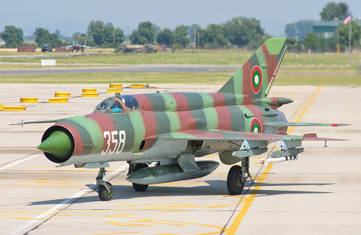 ミリタリー「A Bulgarian Air Force MiG-21 during Exercise Thracian Star 2015 in Bulgaria.」:スマホ壁紙(19)