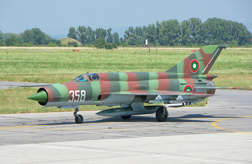 ミリタリー「A Bulgarian Air Force MiG-21 during Exercise Thracian Star 2015 in Bulgaria.」:スマホ壁紙(18)