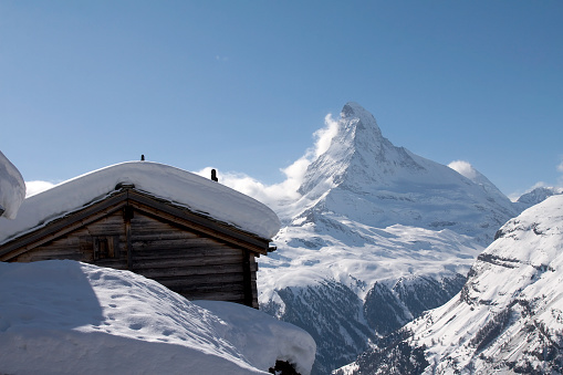 Pennine Alps「Swiss chalet with Matterhorn in the background」:スマホ壁紙(16)