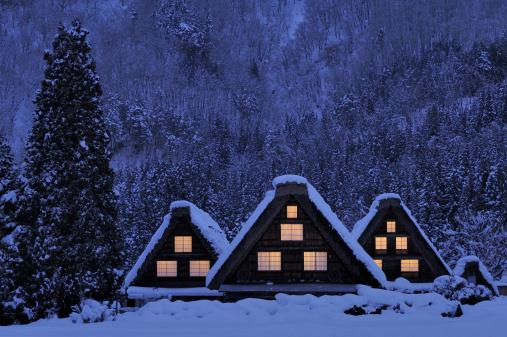 雪「The historic village of Shirakawa-go in winter」:スマホ壁紙(18)