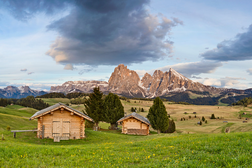 Chalet「Alpe di Siusi, in Springtime with Mount Langkofel in South Tyrol, Italy」:スマホ壁紙(0)