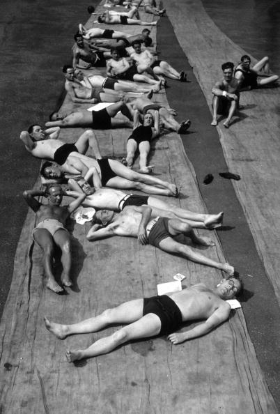 Males「Men Sunbathing」:写真・画像(14)[壁紙.com]