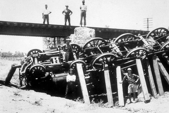 Land Vehicle「Sabotaged Train」:写真・画像(3)[壁紙.com]