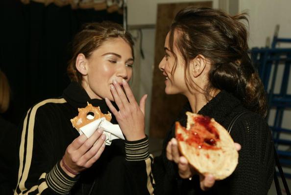 ファッションモデル「NYC: Alice Roi - Fall 2004 - Backstage」:写真・画像(4)[壁紙.com]