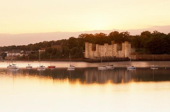 Medway River「Upnor Castle, Kent, c2000s(?)」:写真・画像(4)[壁紙.com]