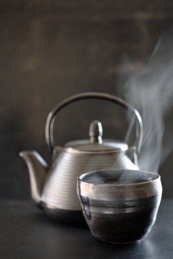 Teapot「Tea pot and steaming cup of tea」:スマホ壁紙(3)