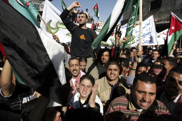 Dozen「Jordanians Protest Against Hotel Suicide Attacks」:写真・画像(6)[壁紙.com]