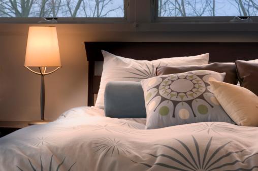 Night Table「Warm, Contemporary Bedroom」:スマホ壁紙(17)