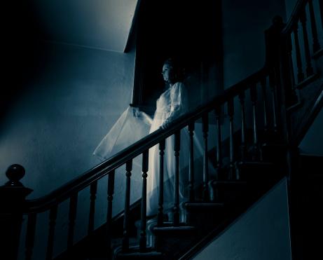 雪「Ghost Woman on Haunted Staircase」:スマホ壁紙(5)
