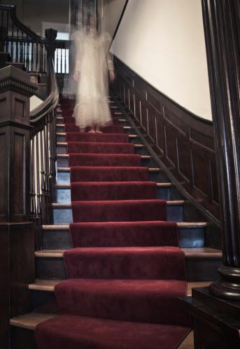 雪「Ghost Woman on Haunted Staircase」:スマホ壁紙(9)