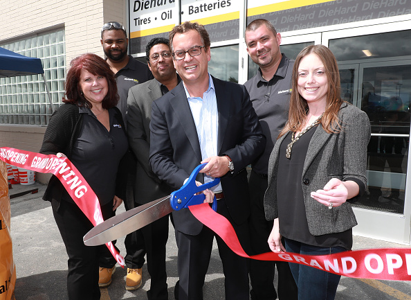 Arts Culture and Entertainment「Sears Opens DieHard Auto Center In Troy, Michigan」:写真・画像(0)[壁紙.com]