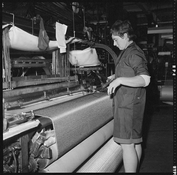 Textile Industry「Weaver Preparing A Shuttle For Use In A Power Loom」:写真・画像(6)[壁紙.com]