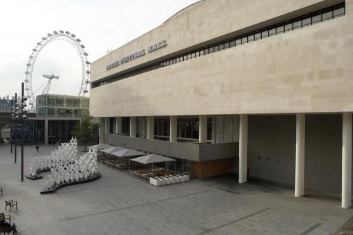 サウスバンクセンター「Europe, Great Britain, England, London, South Bank, Royal Festival Hall with London Eye in background」:スマホ壁紙(2)