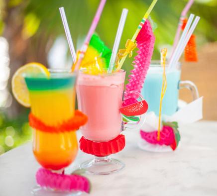 Resort「Three multicolored cocktails」:スマホ壁紙(13)