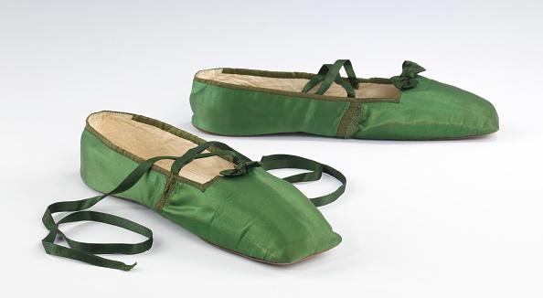 Slipper「Evening Slippers」:写真・画像(5)[壁紙.com]