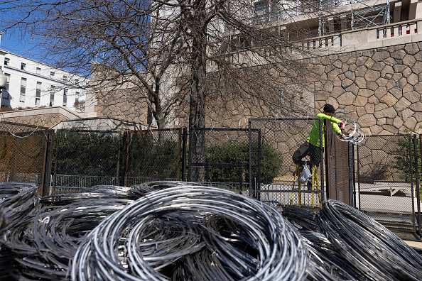 Fence「Outer Fencing Surrounding U.S. Capitol To Be Removed Over Weekend」:写真・画像(14)[壁紙.com]
