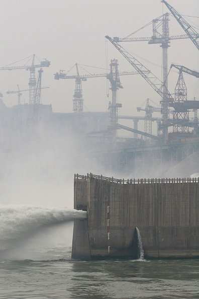 Three Gorges「The Three Gorges Dam under construction on the Yangtze river in China.」:写真・画像(13)[壁紙.com]