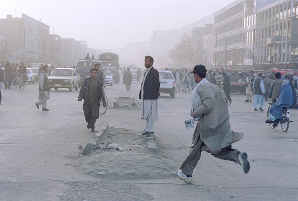 Kabul「Afghani Running in Street」:写真・画像(9)[壁紙.com]