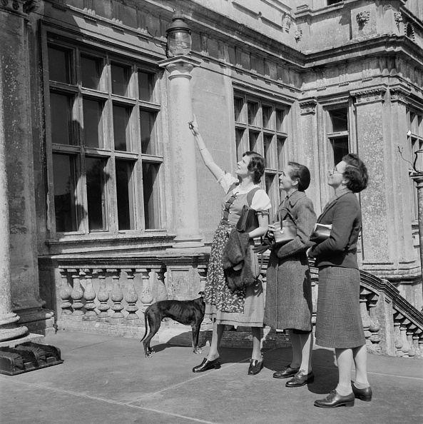 1949「Marchioness of Bath With Longleat Visitors」:写真・画像(18)[壁紙.com]