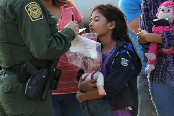 United States Border Patrol「U.S. Agents Take Undocumented Immigrants Into Custody Near Tex-Mex Border」:写真・画像(17)[壁紙.com]