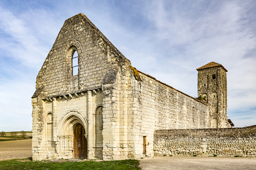 Abbey - Monastery「The ruined church Eglise Saint Pierre, Curcay Saint Dive, France.」:スマホ壁紙(10)