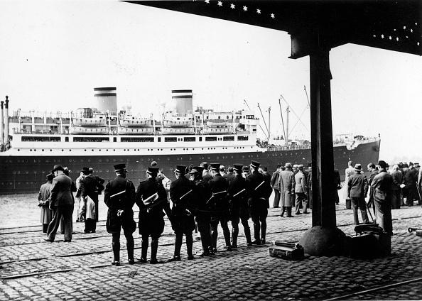 Ship「Guarding The St Louis」:写真・画像(16)[壁紙.com]