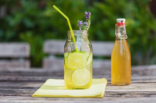 Sour Taste「Glass of homemade lime lemonade」:スマホ壁紙(10)
