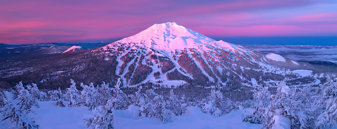 Ski Resort「Mount Bachelor ski resort located in central Oregon about 20 miles from the town of Bend.」:スマホ壁紙(12)