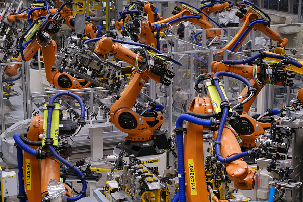 Plant「Volkswagen Revs Up ID.3 Electric Car Production At Zwickau Plant」:写真・画像(2)[壁紙.com]