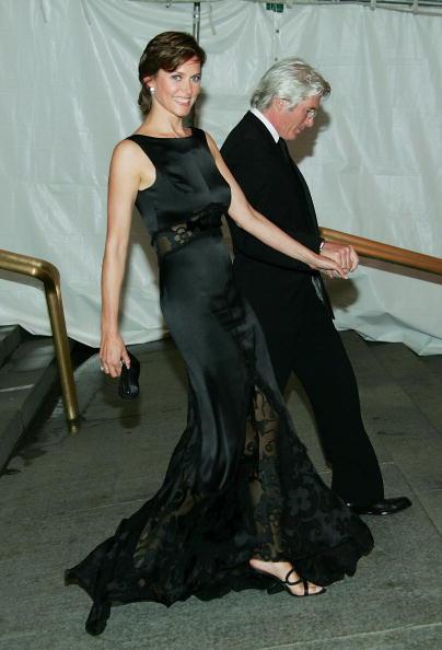 Holding Hands「MET Costume Institute Gala Celebrating Chanel」:写真・画像(13)[壁紙.com]