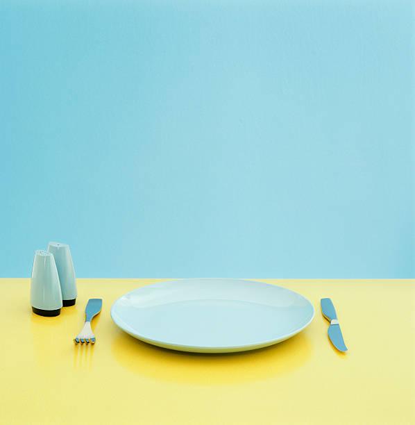Plate, utensils and salt and pepper shakers on table:スマホ壁紙(壁紙.com)