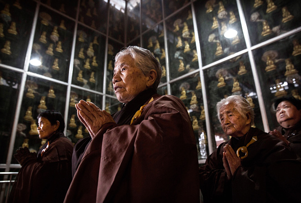 Chanting「Buddhist Temple Offers Sanctuary To The Elderly In Rural China」:写真・画像(6)[壁紙.com]