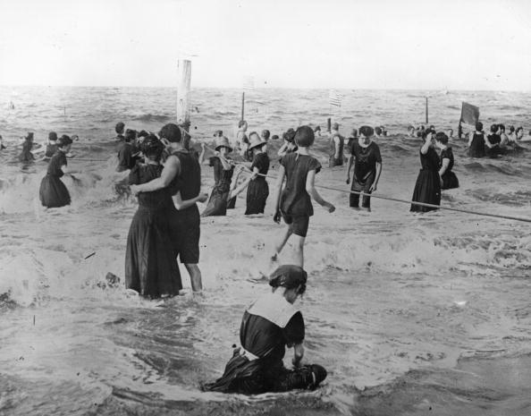 水着「Bathers」:写真・画像(0)[壁紙.com]