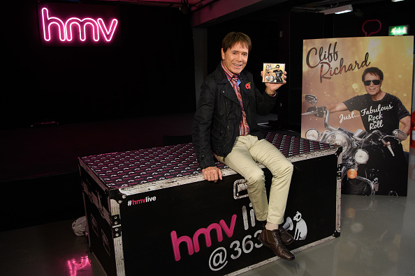 New「Sir Cliff Richard Signs Copies Of His New Album 'Just Fabulous Rock 'n' Roll'」:写真・画像(12)[壁紙.com]