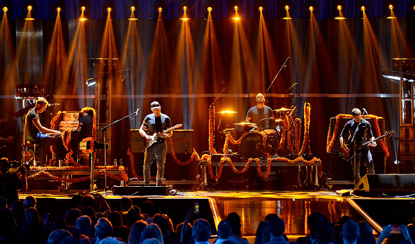 Coldplay「2015 iHeartRadio Music Festival - Night 1 - Show」:写真・画像(16)[壁紙.com]