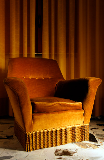 1950-1959「Old Armchair in a Bed and Breakfast. Color Image」:スマホ壁紙(18)