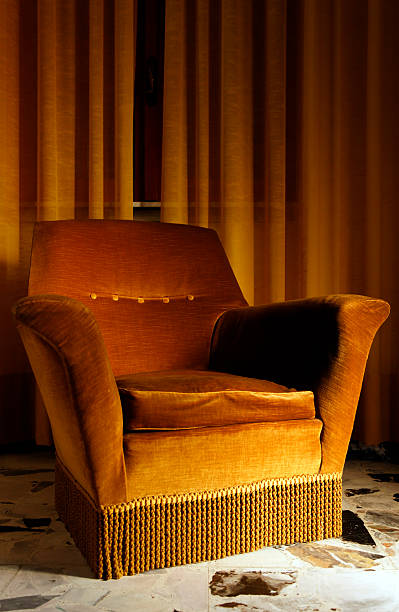 Old Armchair in a Bed and Breakfast. Color Image:スマホ壁紙(壁紙.com)