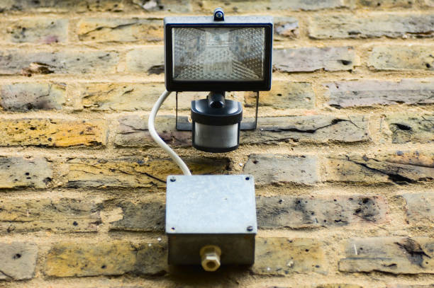 Security light and movement sensor fixed to wall of house:ニュース(壁紙.com)