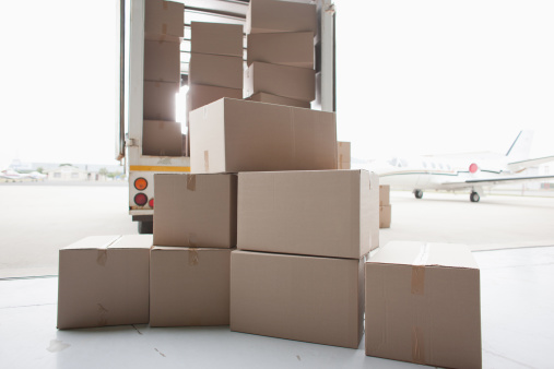 Semi-Truck「Boxes waiting to be loaded onto truck」:スマホ壁紙(16)