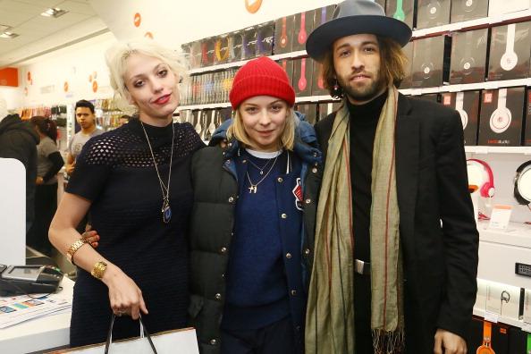 Annabelle Dexter Jones「Charlotte Ronson Holiday Party At RadioShack Pop-Up Store」:写真・画像(3)[壁紙.com]