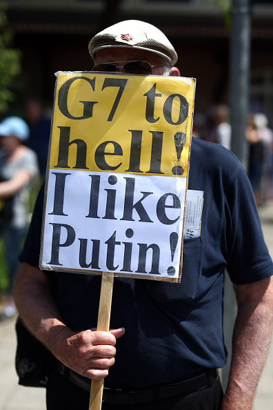 Garmisch-Partenkirchen「Demonstrators Protest Day Before G7 Summit In Garmisch-Partenkirchen」:写真・画像(14)[壁紙.com]