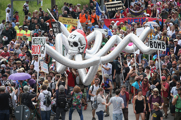 Garmisch-Partenkirchen「Demonstrators Protest Before G7 Summit In Garmisch-Partenkirchen」:写真・画像(15)[壁紙.com]