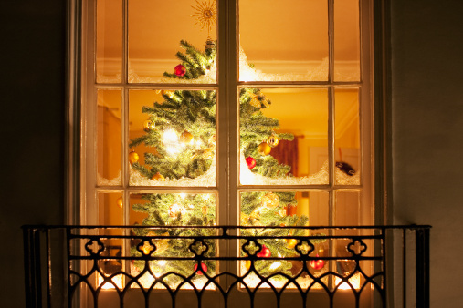 Tradition「Christmas ornaments on tree behind window」:スマホ壁紙(17)