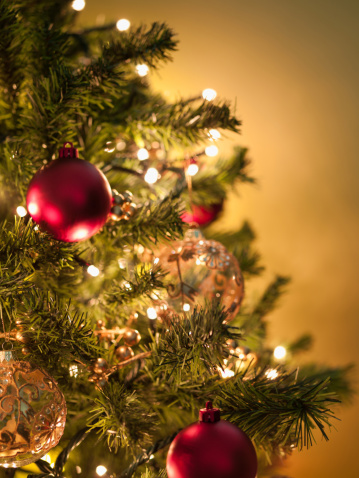 Christmas Lights「Christmas ornaments on tree」:スマホ壁紙(17)