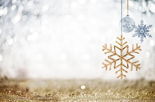 Glitter「Christmas Ornaments against Glittering Defocused Background」:スマホ壁紙(9)