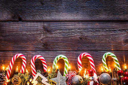 Candy Cane「Christmas ornaments background on rustic wooden table」:スマホ壁紙(3)
