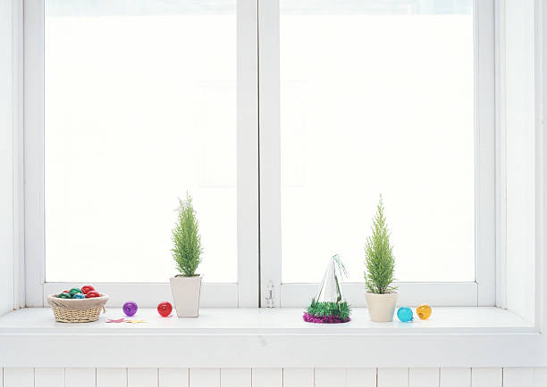 Christmas ornaments on windowsill:スマホ壁紙(壁紙.com)