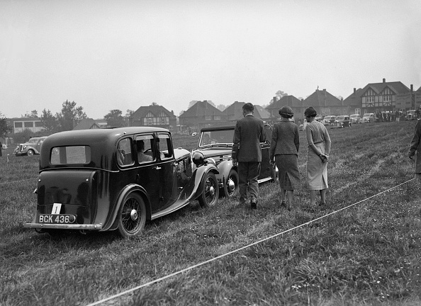 Grass「Standard Nine and Standard Flying Twelve at the Standard Car Owners Club Gymkhana, 8 May 1938」:写真・画像(11)[壁紙.com]